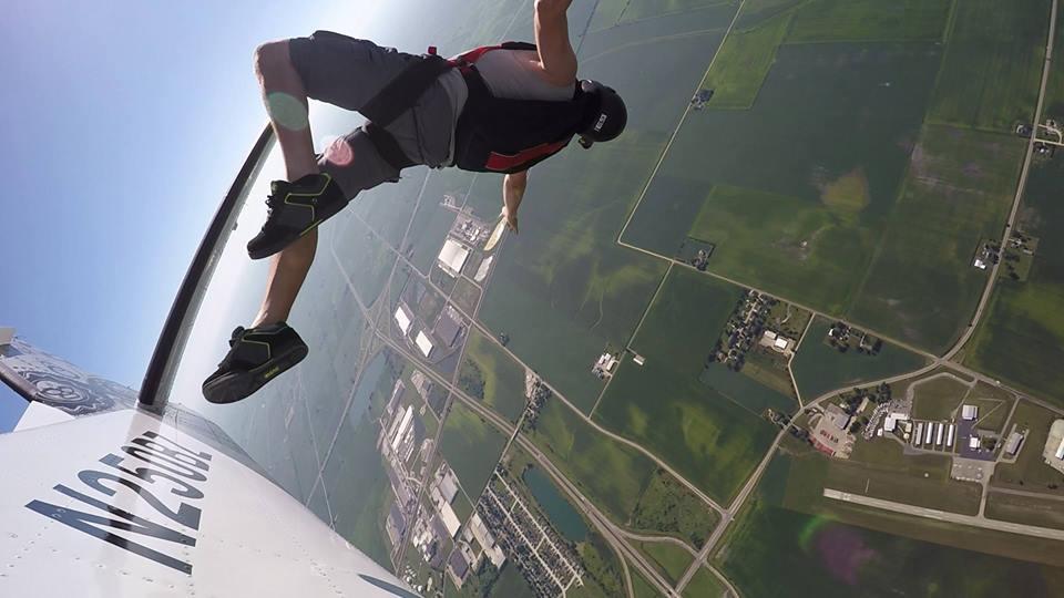 Eric Schwarz Skydiving Hop N Pop Chicagoland Skydiving Center